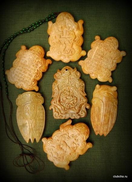Сувенир из нефритовой гальки крупный