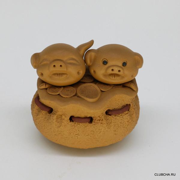 """Фигурка глина желтая """"Свинки на мешке с монетами"""""""