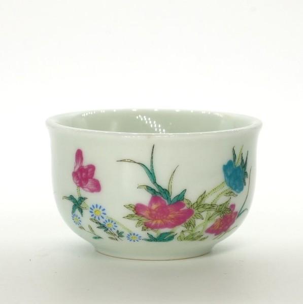 """Чашка белая """"Цветы"""""""