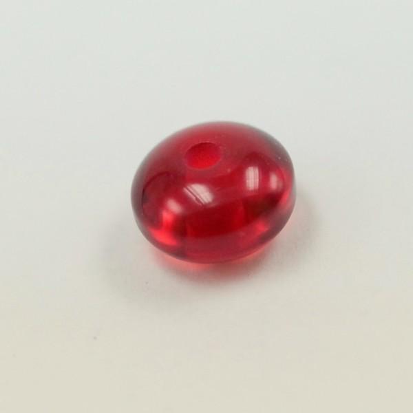 Бусина камень вишневый молодой янтарь
