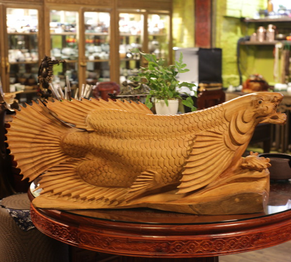 Скульптура дерево сандал рыба арована