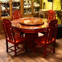 Круглый стол из красного дерева, четыре стула