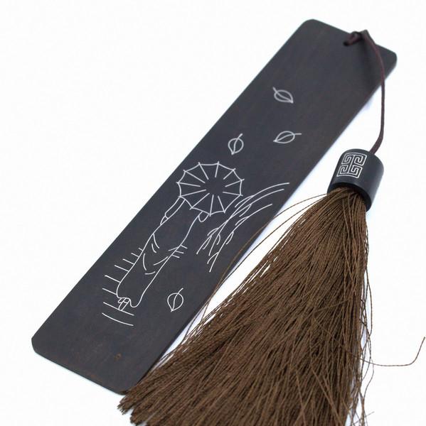 """Закладка Черное дерево инкрустация серебром """"Девушка под зонтом"""""""