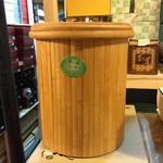 Сосуд для слива воды, бамбук, пластик.